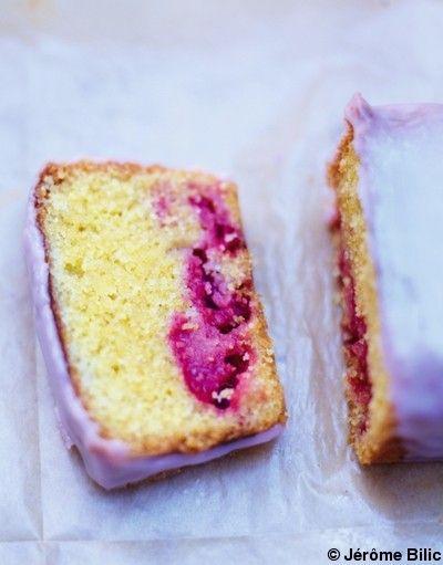 Cake polenta et framboises, glaçage rose pour 6 personnes - Recettes Elle à Table - Elle à Table