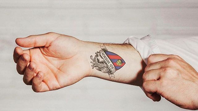 El Huesca (Segunda División de #España) decidió ejecutar una idea fantástica para buscar llegar a los 4.000 abonados. Cada aficionado del club que llegue con un tatuaje ligado al equipo recibirá un abono gratis para la venidera temporada. Y si no tienes tatuaje del #Huesca y quieres hacerte uno, el mismo club te aportará €60 para ello. ⚽️🥅💶 @sdhuesca #Huesca #football #futbol #segunda #segundadivision #tatoo #tatuaje #tatuajes #tatuajesdemoda #tatuajesdefutbol #laotracaradeldeporte Vía…