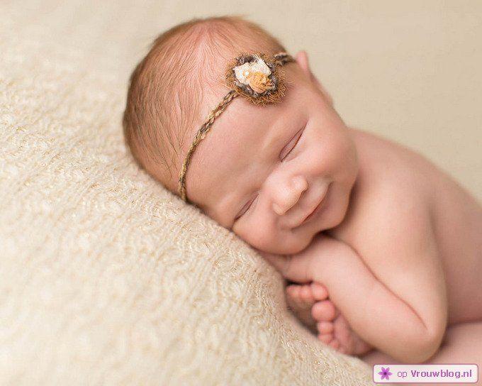 Schattige slapende baby 08