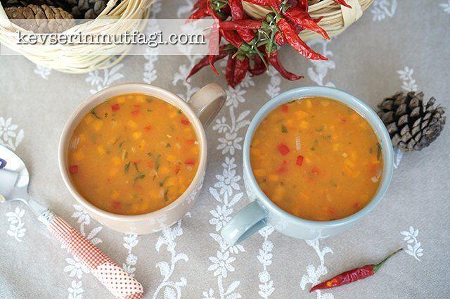 Sebzeli Tarhana Çorbası Tarifi - Malzemeler : 4 yemek kaşığı toz tarhana, 1adet küçük boy soğan, 1 adet küçük boy patates, 1 adet küçük boy havuç, 1 adet yeşil biber, 1 adet kırmızı biber, 1 adet domates, 3-4 yemek kaşığı sıvı yağ, 5 su bardağı oda sıcaklığında su, Tarhanayı ıslatmak için 1 çay bardağı su, 1 tatlı kaşığı toz biber, 1 avuç kıyılmış maydanoz, Tuz, Pul biber, Kekik.