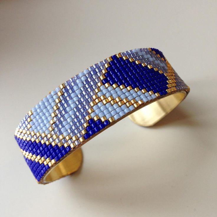 Après la version bleu/argent, voici celle en bleu/doré #miyuki #tissageperles #bracelet #manchette #bijoux #bijouxfaitmain #jenfiledesperlesetjassume
