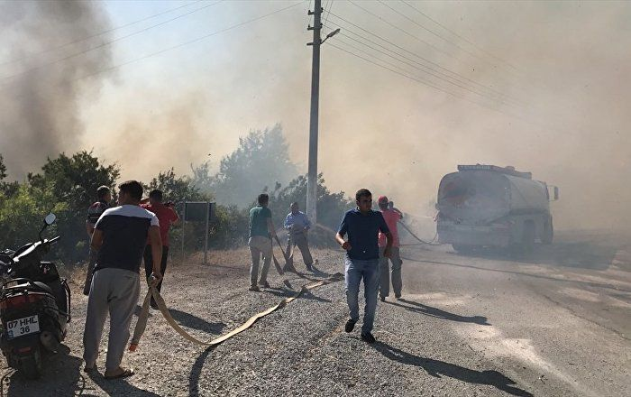 Sputnik Türkiye ///  Alanya'da çıkan yangın villalar bölgesine sıçradı