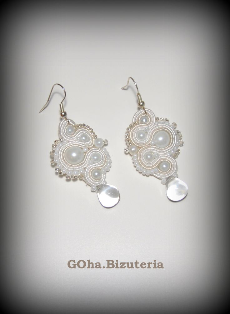 Beautiful soutache earrings in white and beige colors. The pearl beads are in the center, and the transparent bead is placed at the bottom. Perfect for summer creations as well as for everyday wear. Earrings have been made with the laborious technique- soutache. One of a kind - the other one you will not find.