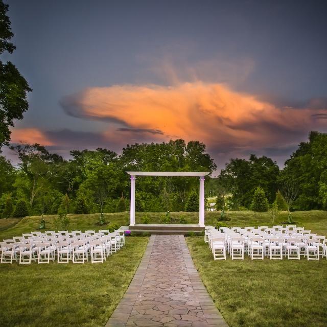 Altar Wedding Kansas City: Eighteen Ninety Event Space / Location: Platte City, MO