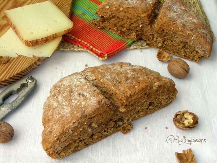 Walnut soda bread (no buttermilk) La mia ultima versione del soda bread: soda bread integrale alle noci, adatto per vegani e intolleranti al lattosio (preparato senza latticello). E gli esperimenti continuano.....
