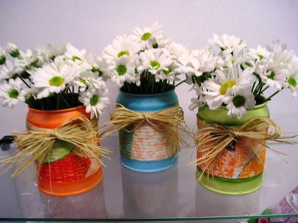 latinhas decoradas para decoração de mesa, este preço não inclui as flores que são naturais