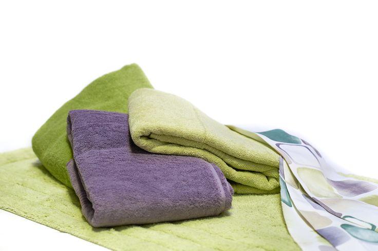 JULEGAVEIDÉ - Lækkert tilbehør til badeværelset  Vores lækre håndklæder, bademåtter og bruseforhæng er oplagte julegaver.  Med tilbehøret til badeværelset har du mulighed for at sætte dit eget præg på din bolig. Vi hjælper dig med at finde det, der lige netop matcher hjemmets øvrige indretning