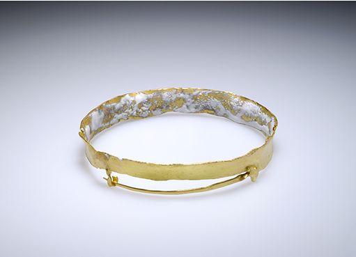 Patrizia BONATI - Brooch – Gold 18 Kt, white enamel
