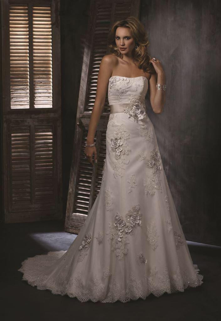 Image from http://www.fleurdelysbridal.co.uk/wp-content/uploads/2013/10/Wedding-Dress-by-Maggie-Sottero-Geneva.jpg.