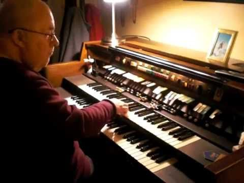 """Mike Reed plays """"Yesterday"""" on the Hammond Organ - YouTube"""