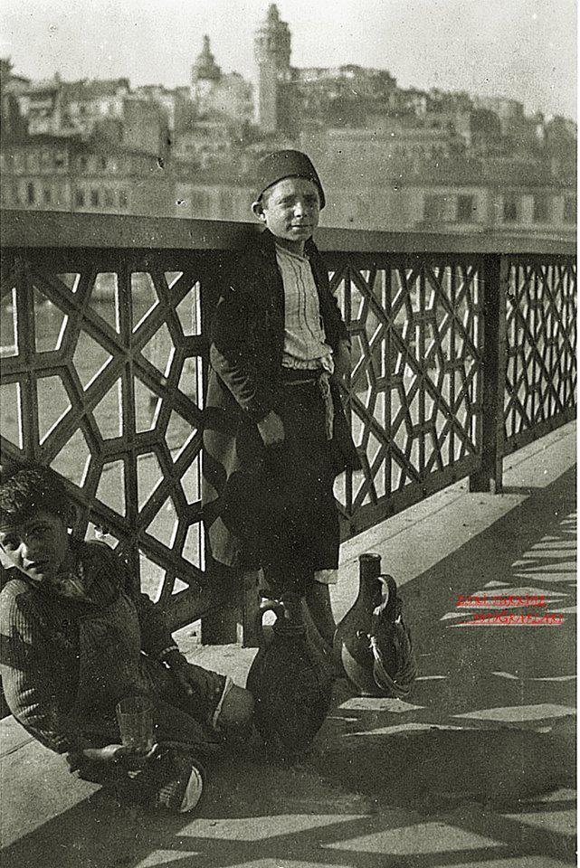 1917 Galata Bridge #birzamanlar #nostalji #istanbul #istanlook #çocuk