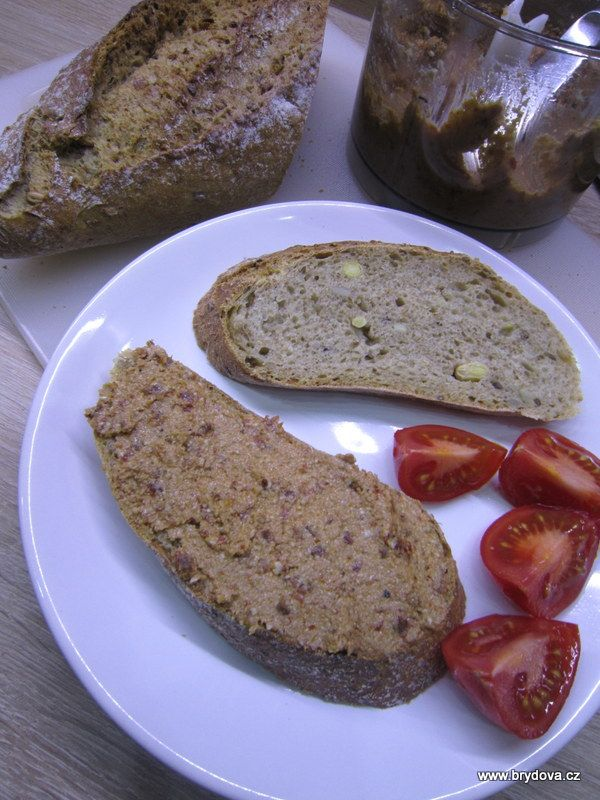 Mnozí se zajímáte, co si vegani mažou na chleba, když nemohou máslo, lučinu, tvaroh ani sýry…. Také jsem zprvu pečivo záměrně vynechávala, protože jsem netušila.. ale pak jsem objevila skvělý... Celý článek