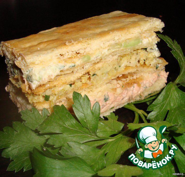 """Закусочный торт """"Праздничный"""" для Машеньки - Ингредиенты: Сметана(для теста) — 1 стак. Масло сливочное(или маргарин для теста) — 250 г Мука пшеничная(для теста) — 3.5 стак. Дрожжи(свежие или сухие (пакетик)) — 15 г Консервы рыбные(Лосось в собственном соку) — 1 бан. Творог(не сухой 100 гр для рыбной пасты +100 для пасты с авокадо) — 200 г Авокадо(спелый) — 1 шт Яйцо— 4 шт Сыр твердый(тертый) — 50 г Карри— 1 ч. л. Зелень Оливки зеленые(черные, не обязательно ) ..."""