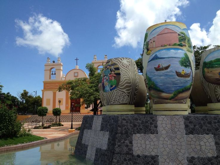 Parque central Nagarote, frente a la Iglesia Santiago Apostol, Nagarote, Nicaragua