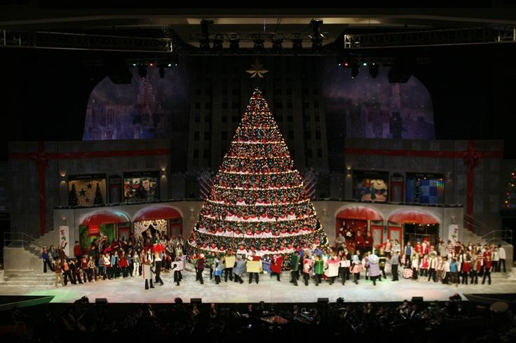 Bellevue Baptist Church Memphis Singing Christmas Tree