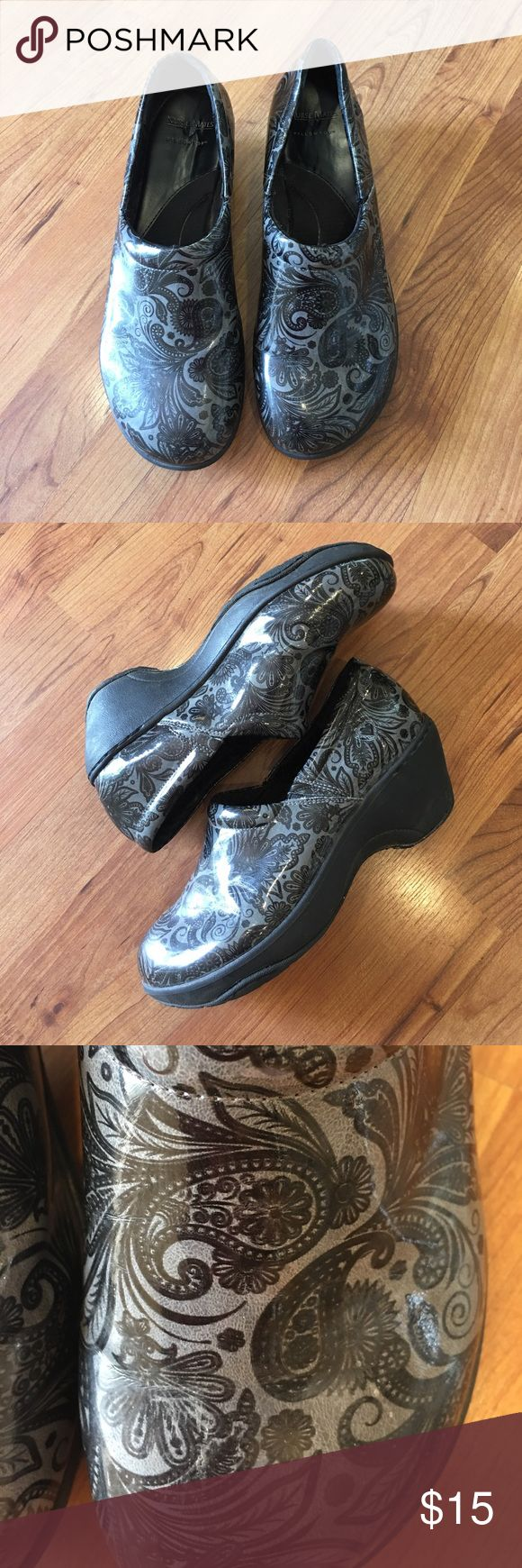 NURSE MATES SHOES SIZE 9. Nurse Mate Shoes. Great condition only worn a few times, bought  them and feel like they are a 9 1/2 size.I were a 10 now standing on you feet these have a great arch. Nurse Mates Shoes Mules & Clogs