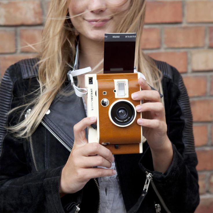 Cet appareil photographique instantané va vous plaire : capturez ces moments fugaces de la vie! La photo comme au bon vieux temps, à la portée de tous!