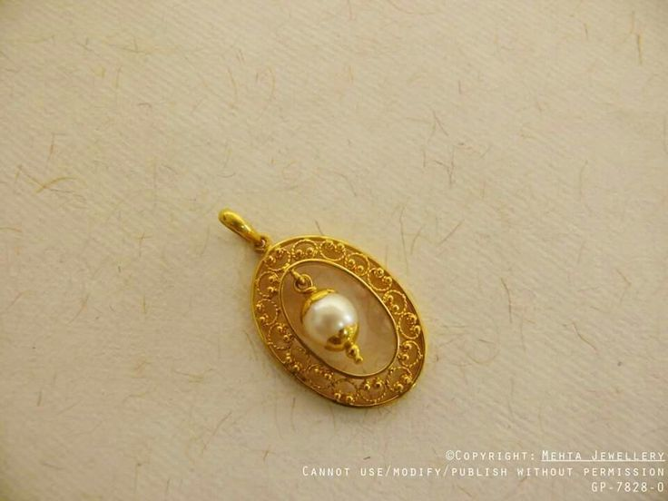 Gold pendant with pearl dangling