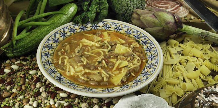 VIRTU' ~ Regione: Abruzzo Categoria: Minestre ~ Ingredienti: legumi secchi (fagioli, ceci, lenticchie, piselli, fave), spinaci, carote, sedano, bietole, finocchi, indivia, maggiorana, mentuccia, lardo, pasta secca, pasta fresca, prezzemolo, cipolla, chiodi di garofano, pepe, noce moscata, salsa pomodoro, aglio, carne di maiale, ossa di muso di maiale, sale ~ Preparazione: https://www.facebook.com/photo.php?fbid=221741644682331&set=a.210358612487301.1073741828.210336982489464&type=1&theater
