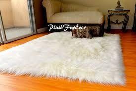 Risultati immagini per tappeto bianco peloso