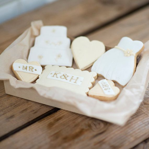 Delightful box of Bride  Groom wedding cookies. The perfect gift for a that special couple on their wedding day. By NilaHolden on Etsy