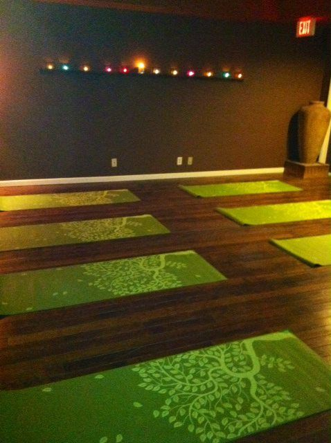 Yoga Wall Light : Jean Marie Yoga Studio - Love the dark floors My dream yoga studio... Pinterest Home yoga ...