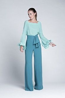 Me encanta la mezcla de colores y el pantalón súper original.                                                                                                                                                                                 Más