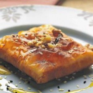Φέτα τυλιχτή με φύλλο και μέλι/ Greek feta wrapped in phyllo and honey