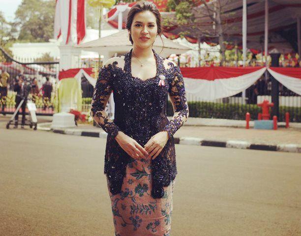 Raisa dan Slank Turut Meriahkan Hari Kemerdekaan Indonesia ke 71 di Istana - http://www.rancahpost.co.id/20160860021/raisa-dan-slank-turut-meriahkan-hari-kemerdekaan-indonesia-ke-71-di-istana/