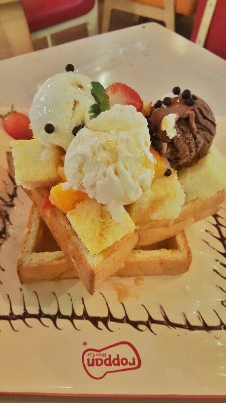 #icecream #honey #fruit #toast #roppan #dessert