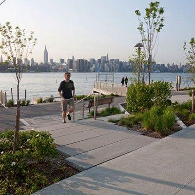 Edge Park ma dodatkowo spory atut widokowy, rozciąga się przed nim jedno z najbardziej fascynujących miejsc na świecie- nowojorski Manhattan.  http://www.sztuka-krajobrazu.pl/63/slajdy/projekt-placu-publicznego-nad-woda