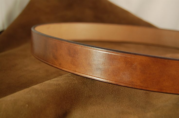 Our beautiful Oak Brown bridle leather tanned by J & FJ Bakers of Colyton, Devon showing the characteristic coloration and variegation that makes this leather so special.