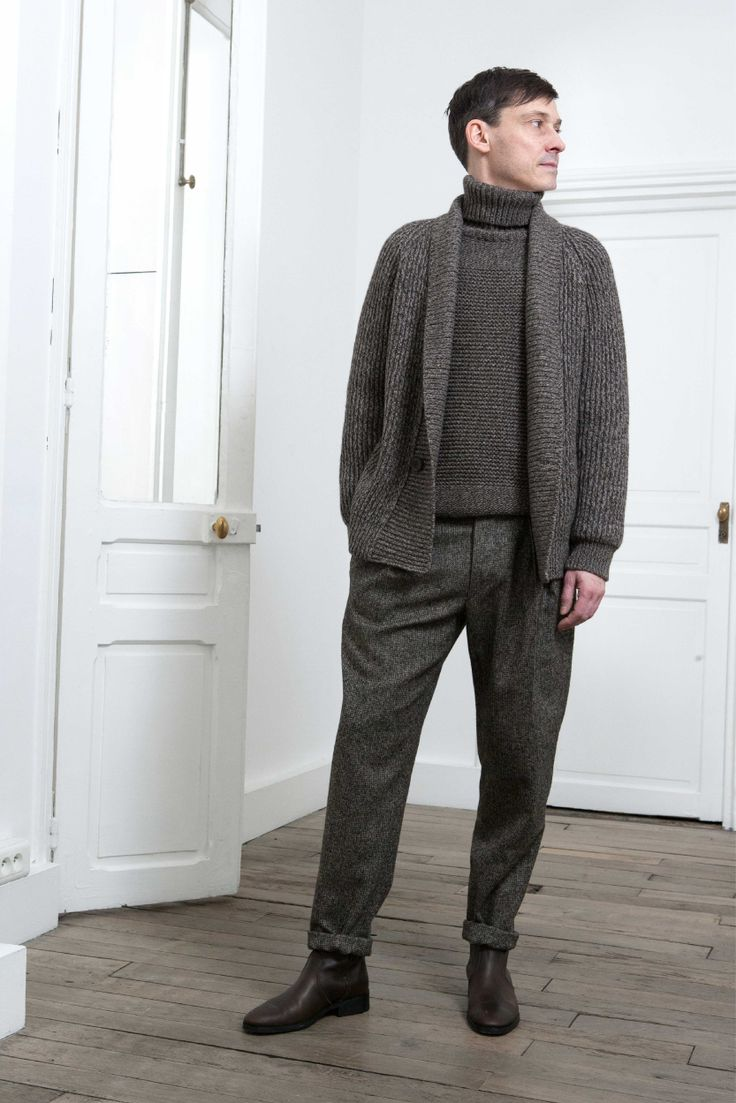 9. Turtleneck sweater and rib cardigan in knitted yak wool and virgin wool / Two-pleated pants in alpaca wool tweed / Boots in vegetal calf leather