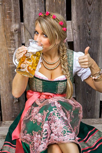 pretty-young-german-oktoberfest-blonde-woman-in-a-dirndl-dress-picture-id595364548 (408×612)