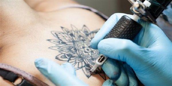 Μπορεί τα τατουάζ να κοστίσουν σοβαρά στην υγεία; - Νανοσωματίδια των τατουάζ φθάνουν ως τους λεμφαδένες