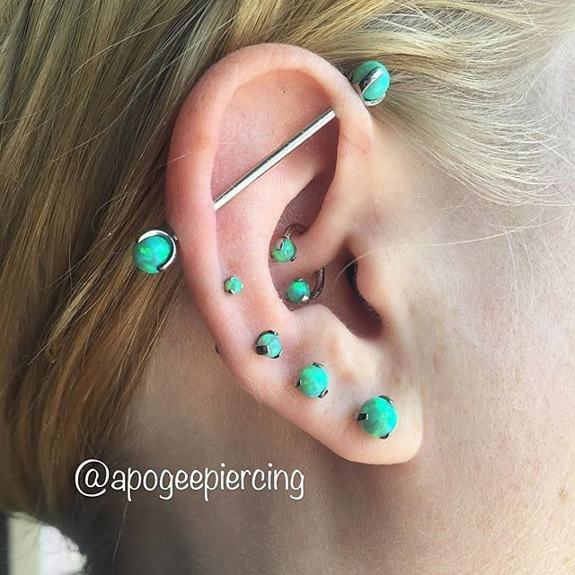 Do you have a bunch of Ear piercings that you want to tie together with all new matching jewelry? There are many ways to do that, when you choose INDUSTRIAL STRENGTH! Here is one fun way! Heather (@bakemasterr ) went into @apogeepiercing in Ocean Beach CA and upgraded the jewelry in her Daith, Industrial, and 4x Lobe/Ear Rim piercings... with posts topped with Lime Green I.S. Titanium 3 Prong-set Faux-pal Gem Threaded Ends in various sizes. - @industrialstrength