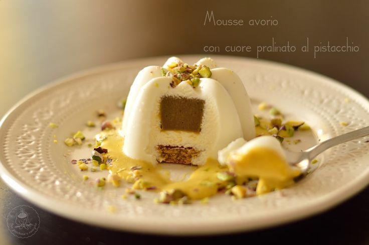 Questa mousse avorio con cuore pralinato al pistacchio poteva essere un dessert al piatto perfetto per il vostro cenone di capodanno... se solo fossi riusc