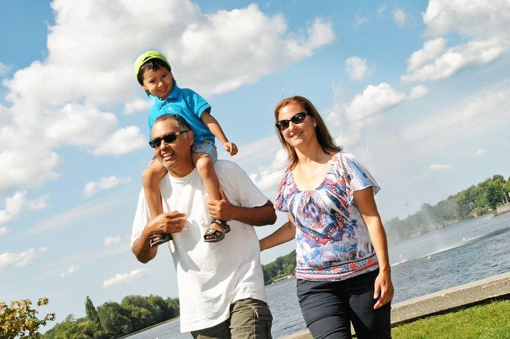 Jouez dehors ! Située à deux pas du centre-ville, la promenade du Lac-des-Nations est le cœur vert de Sherbrooke! C'est à la fois un lieu de ralliement pour les activités de plein-air urbain et un centre animé de festivals et d'activités en famille.