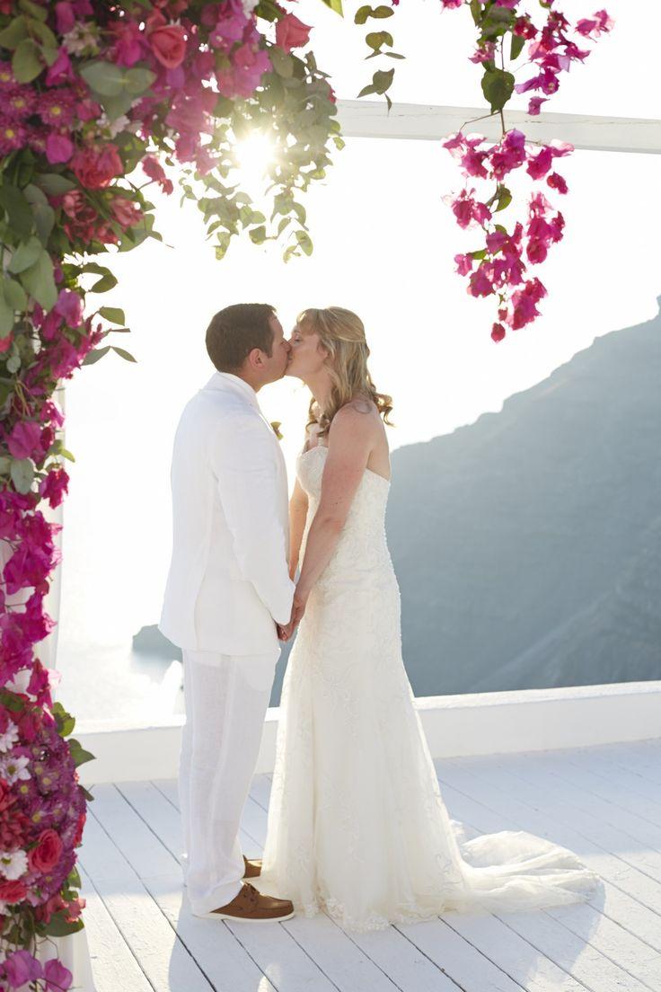 This is love! #wedding #planner #big #day #santorini #island #flowers #bride #groom #kiss #love #amour #honeymoon