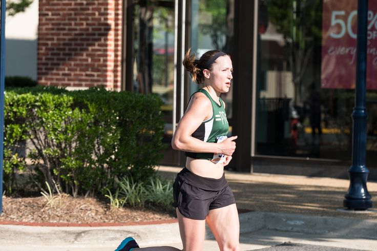What happens when you take a Runner's World training plan, throw in the summer heat, and pair it with a goal to run a sub-20:00 5k? #5k #running #training #racing #5ktips http://bit.ly/QuestforSub20