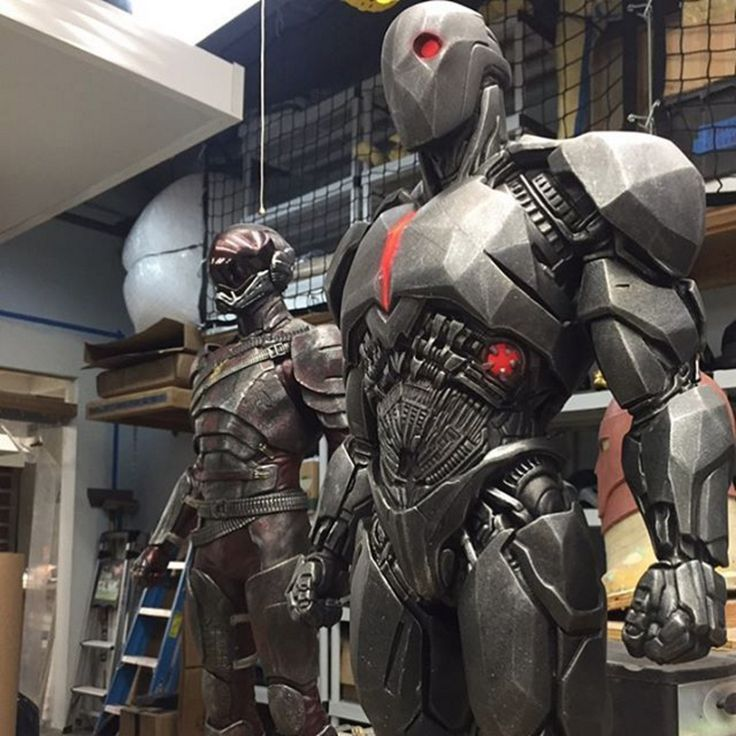 Get A Closer Look At Cyborg's Prototype Suit And The Flash's Armored Costume From BATMAN V SUPERMAN