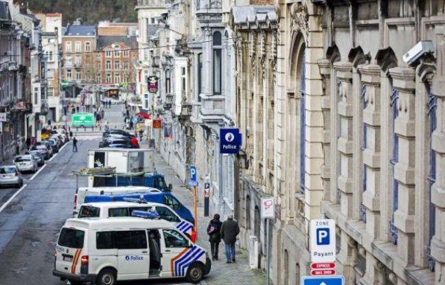 Des voitures de police devant un poste de police belge (Photo illustration).