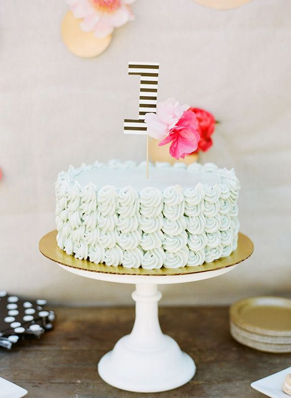Garden party 1st birthday for Zoe | Lynette Boyle Photography |  100 Layer Cakelet