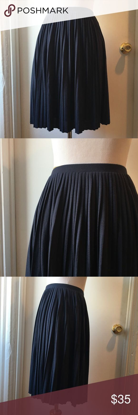 Uniqlo navy pleated skirt Dark navy accordion pleats skirt. Elastic waist. Knee length. Fully lined. A line. Size small. 26-27 inch waist. Uniqlo Skirts