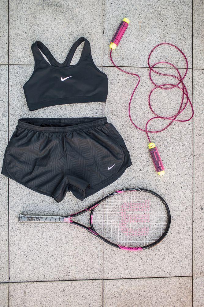 1. Intersport (Pasaż +1) - biustonosz sportowy i szorty Nike, rakieta do tenisa Wilson, skakanka Nike