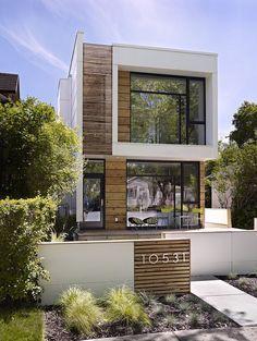 Fachada casa dos plantas de hormigón y madera