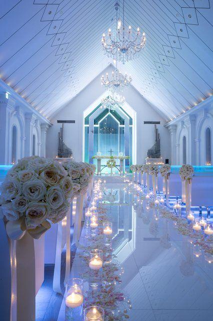 結婚式場写真「【クリスタルチャペル】幻想的なナイトウエディング」 【みんなのウェディング】