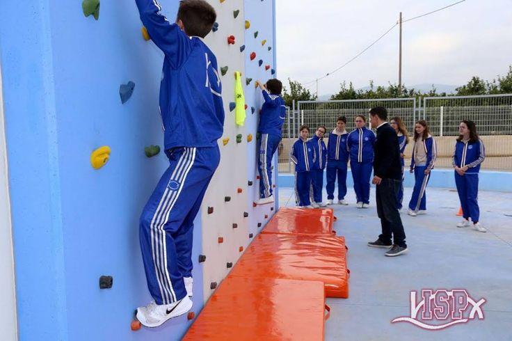 3d  Esta semana diversos grupos de diferentes etapas de #ColegiosISP se han iniciado en el rocódromo del centro.