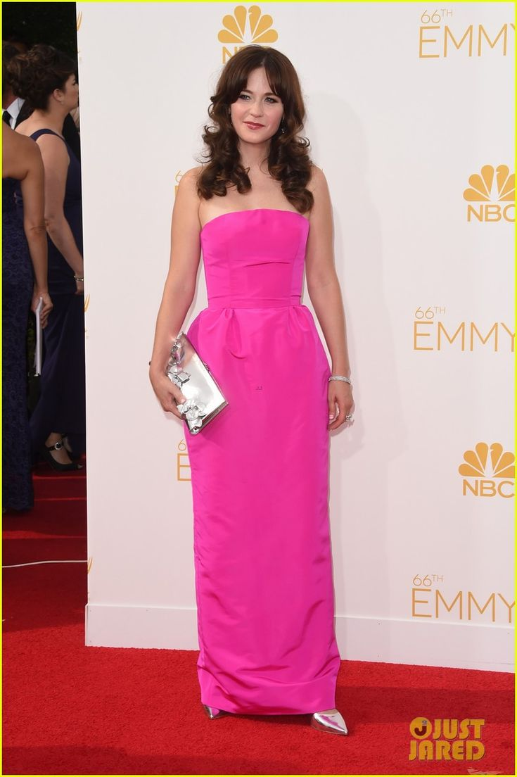 Zooey Deschanel on the red carpet in Oscar de La Renta at the Emmys 2014