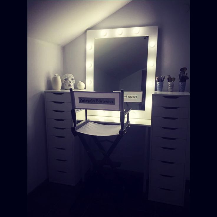 Makeup room in one of our clients makeup room :) White makeup mirror with 14 LED light bulbs. Handmade in ZAP project :) http://zapproject.pl/